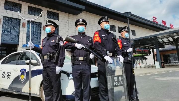 三明车站派出所组织民警开展2021年春运首日宣传活动