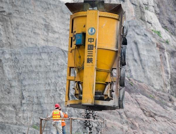 白鹤滩水电站进入主体施工