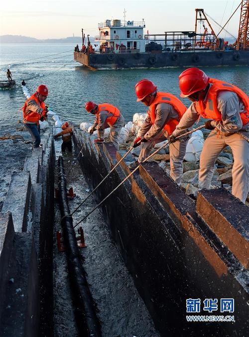 福建湄洲岛首条110千伏海底电缆敷设成功
